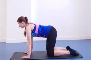 Jei skauda nugarą, ilgai sėdite – pabandykite šį pratimą