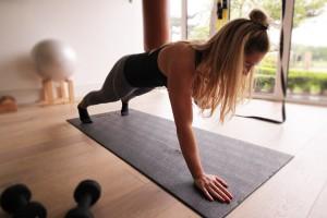 Pratimas, padedantis sustiprinti pilvą ir rankas
